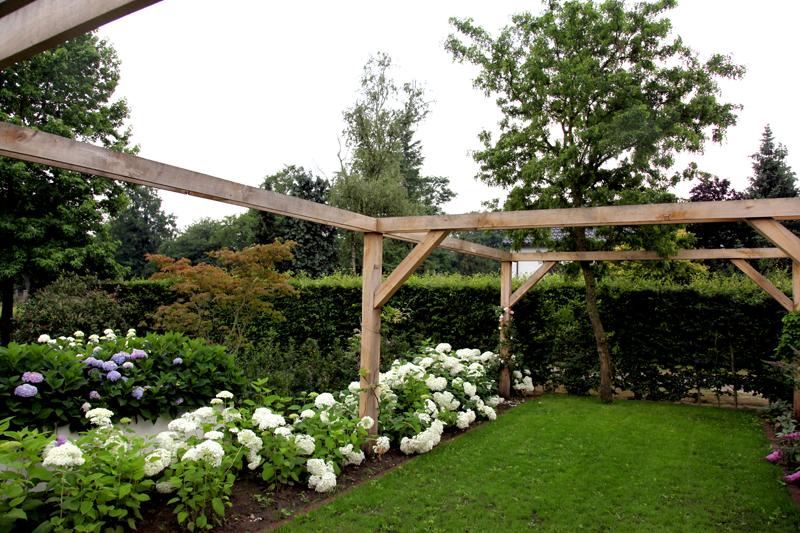 Pergola In Tuin : Strakke tuin bij jaren woning met douglas pergola van veen