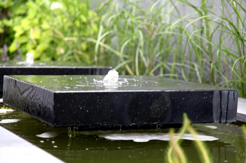 Design pergola in smalle strakke tuin stoss hoveniers for Waterpartij maken