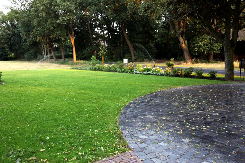 Sproei Installatie Tuin : Sproei installaties in landelijk gelegen tuin stoss hoveniers